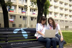 Ucesnici Univerzijade isprobali su Telenor internet u parku u Studentskom gradu.jpg