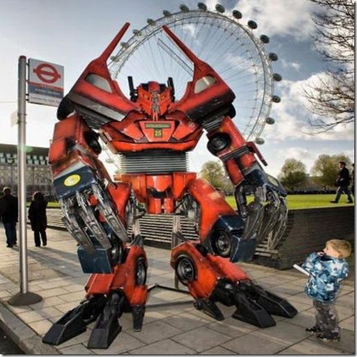 real-life-size-bus-transformer5_noiwE_3868