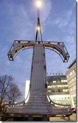 18.12.2007 Bonn Telekom Zentrale Rebranding Montage T Logo und magenta Digits  ; Fernkennzeichnung Aussenkennzeichnung  T-Logo  Marke  Nachtaufnahme